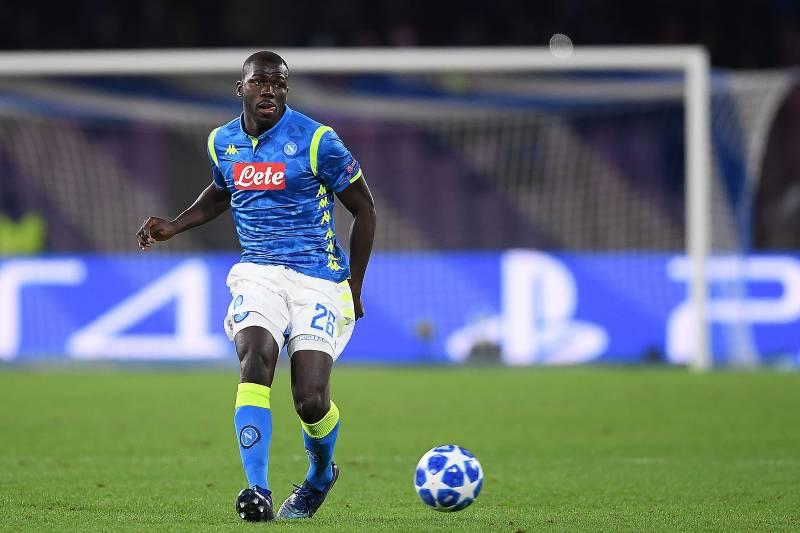 Manchester United Digoda, Pemain Napoli Telah Siap Melepas Pemain Kalidou Koulibaly