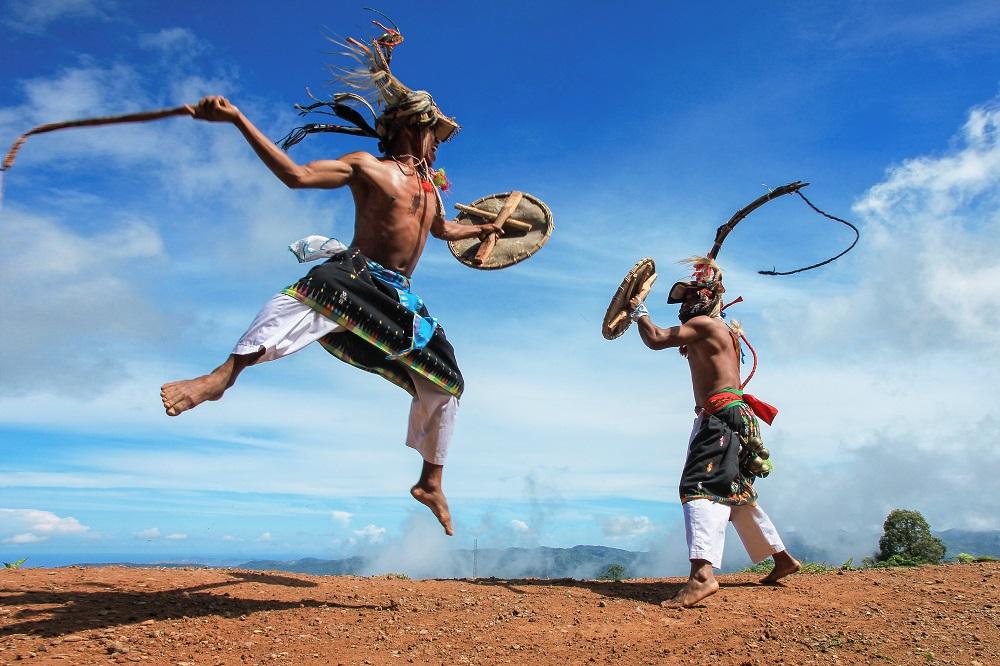 Tari Caci dari Labuan Bajo Salah Satu Warisan Budaya Indonesia